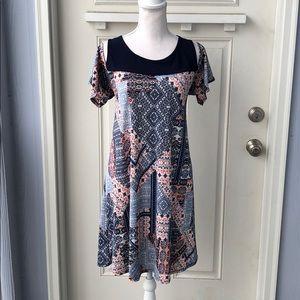 5/$25 🤩NAÏF• Cold Shoulder Mini Dress
